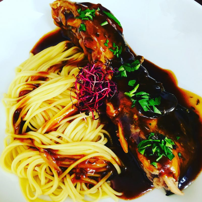 Restaurant Bistrot La haut Montmartre Travers d'agneau sauce barbecue noodles de blé dur