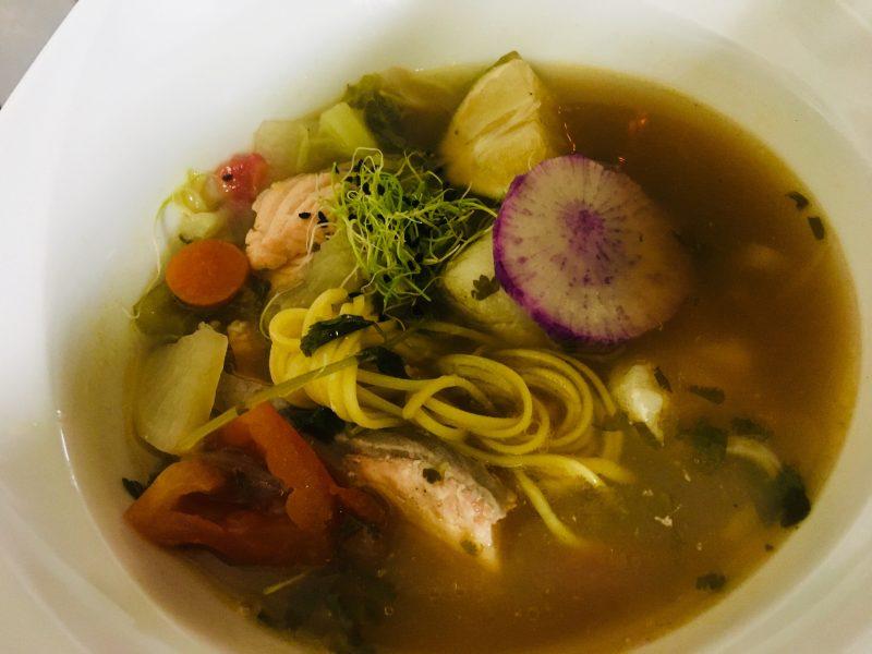 Restaurant Bistrot La-Haut Montmartre Ramen, spécialité japonaise, bouillon aux deux poissons panda et saumon sauvage