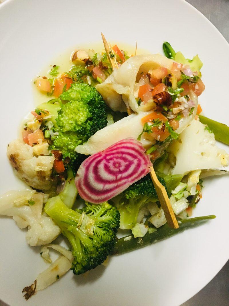 Restaurant Bistrot La-Haut Montmartre Filet de Panga sauce vierge aux noisettes wok de légumes
