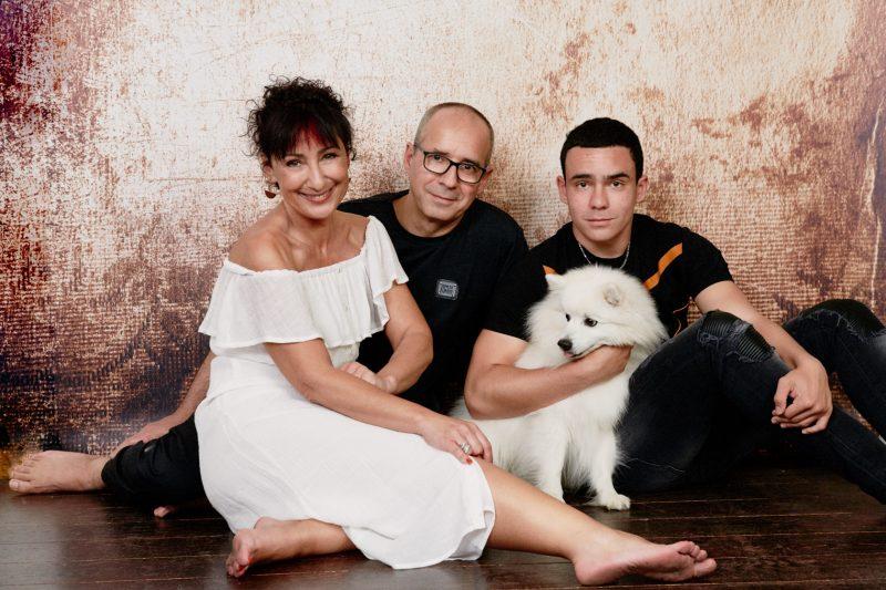 portrait de famille, photographe, robe blanche, cadeau original, Paris 18