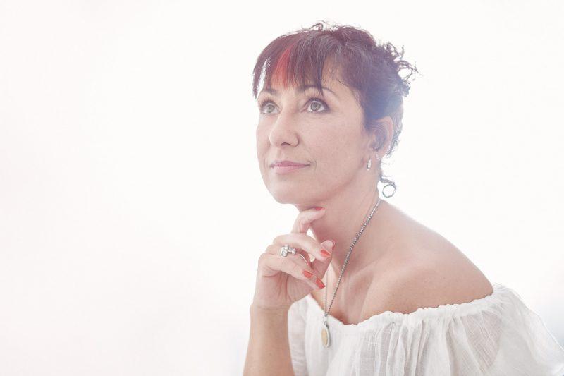 portrait de femme, photographe, robe blanche, cadeau original, Paris 18