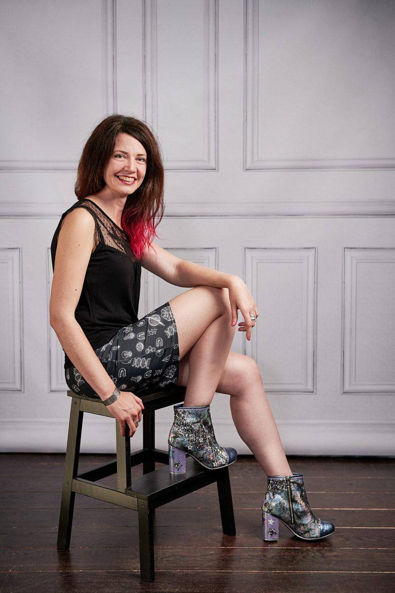 portrait corporate, Paris, studio photo, Montmartre, Paris 18, bottines en paillettes