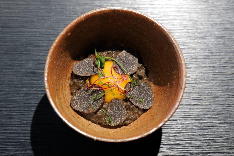Œuf à la coque et purée de truffe