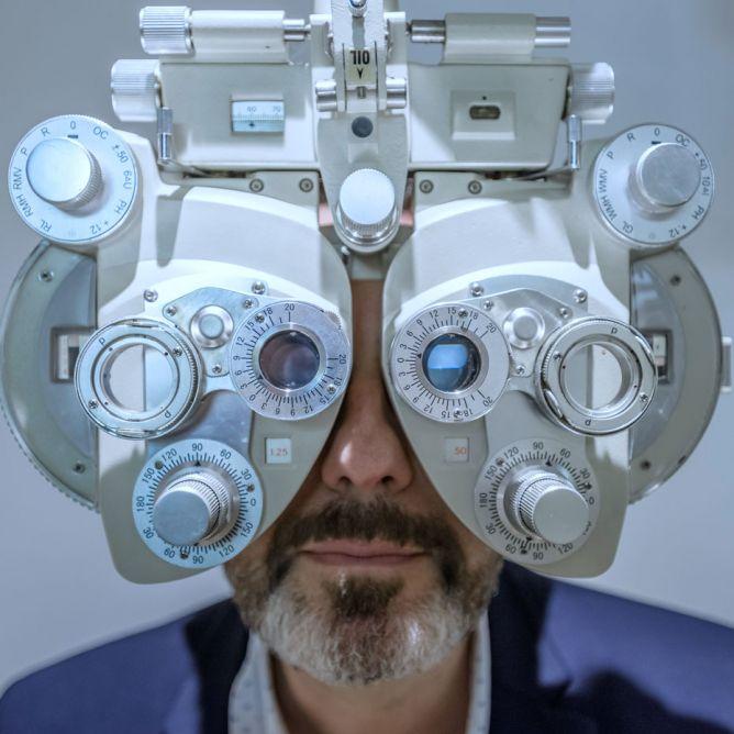 Réfraction, examen de vue, tête de ref, opticien, lunetier Montmartre, vision, oeil, yeux